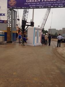 Nhà vệ sinh đôi cho thuê tại công trường Bắc Ninh