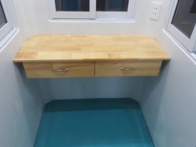 Bàn làm việc gỗ tự nhiên, ốp nội thất đúc liền sàn