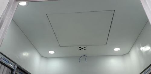 Trần gắn 4 đèn dowlight có quạt thông gió và hệ thống điện âm tường
